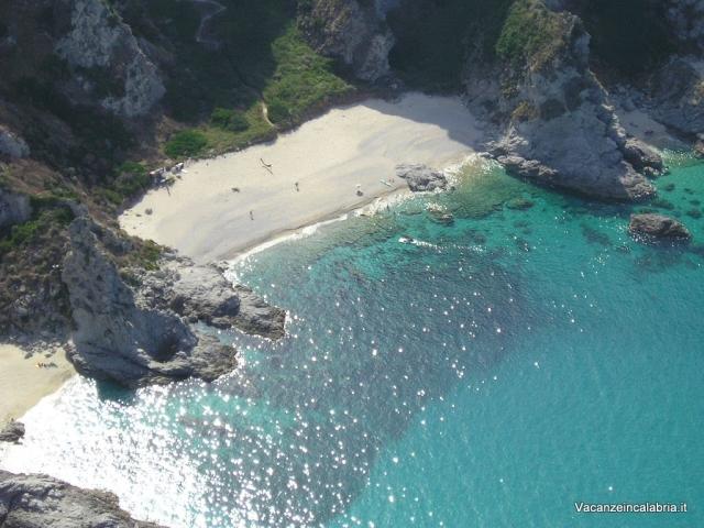 Bellissima-spiaggia-a-Capo-Vaticano