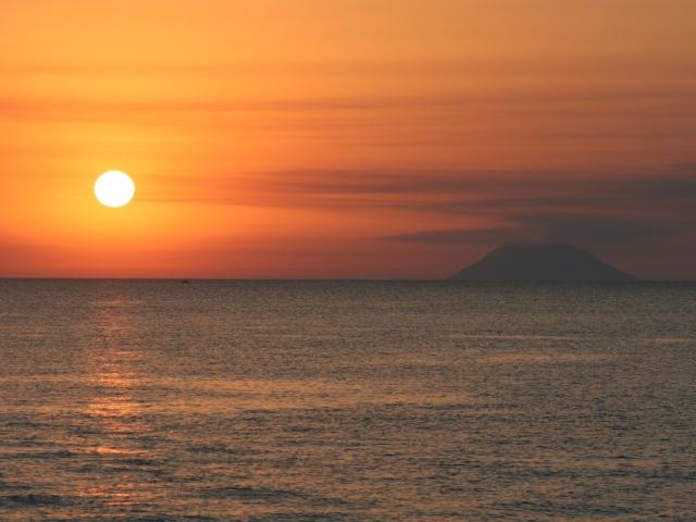 Il-sole-al-tramonto-Capo-Vaticano