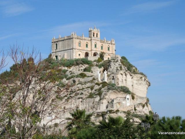 Madonna-dell'Isola-a-Tropea