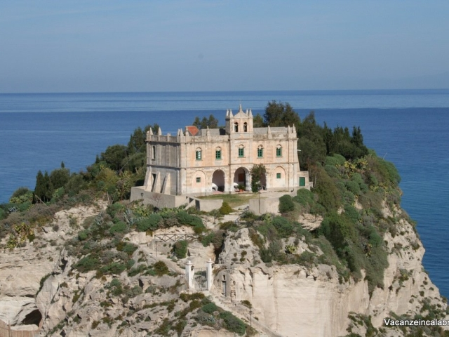 Santa-Maria-dell-Isola-Tropea