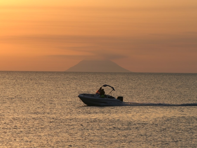 Tramontoa-Nicotera-con-barca